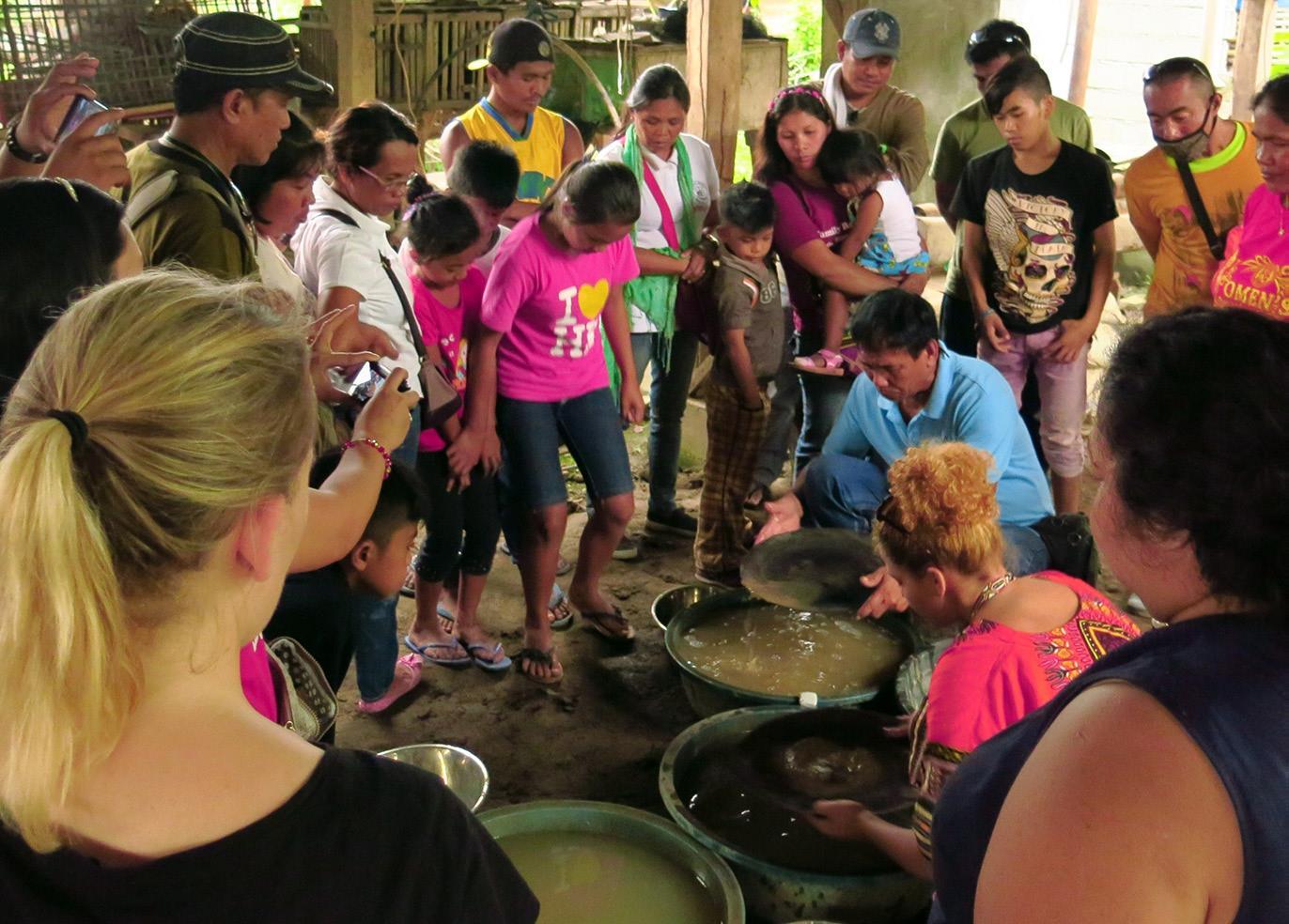 Billede fra seminar i Thyborøn med guldgravere fra hele verden